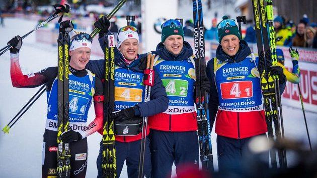 Vítězná norská štafeta (zleva): Johannes Thingnes Bö, Tarjei Bö, Vetle Sjaastad Christiansen a Lars Helge Birkeland.