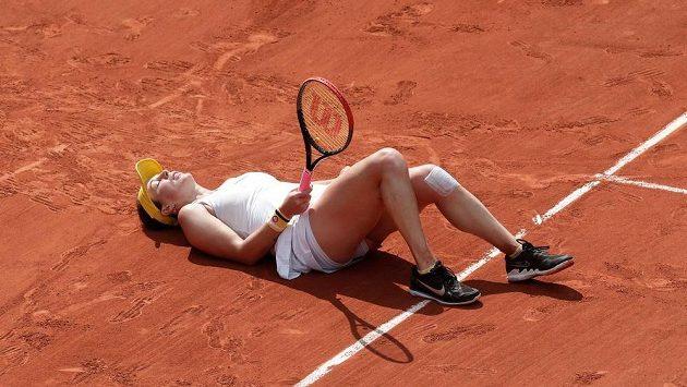 Ruska Anastasia Pavljučenkovová i vleže vybojovala jeden z klíčových bodů čtvrtfinále French Open.