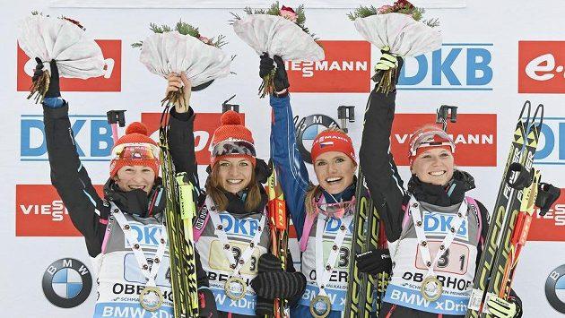 Vítězné české biatlonistky (zprava): Eva Puskarčíková, Gabriela Soukalová, Jitka Landová a Veronika Vítková.