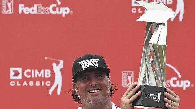 Americký golfista Pat Perez získal na turnaji v Kuala Lumpuru své třetí kariérní vítězství na PGA Tour.