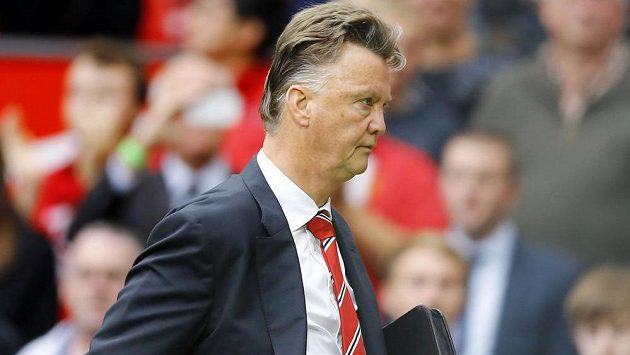 Zklamaný manažer Manchesteru United Louis van Gaal po porážce se Swansea.