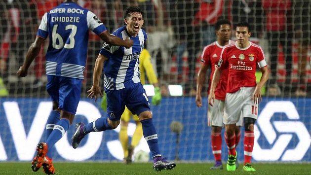 Hector Herrera se raduje z gólu do sítě Benfiky.