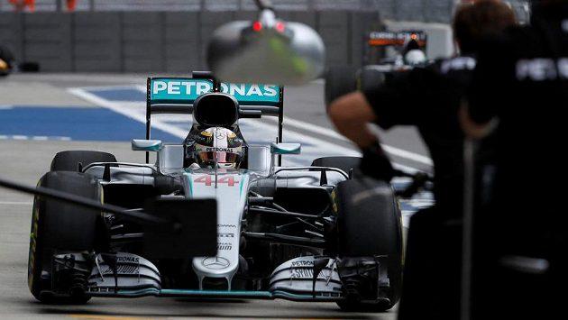 Lewis Hamilton při tréninku na Velkou cenu Ruska v Soči.