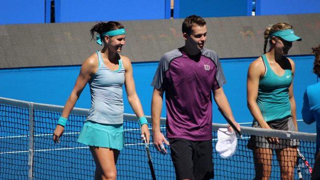 Lucie Šafářová (vlevo) v minulém roce hrála Hopmanův pohár s Adamem Pavláskem. Letos se ho nezúčastní.