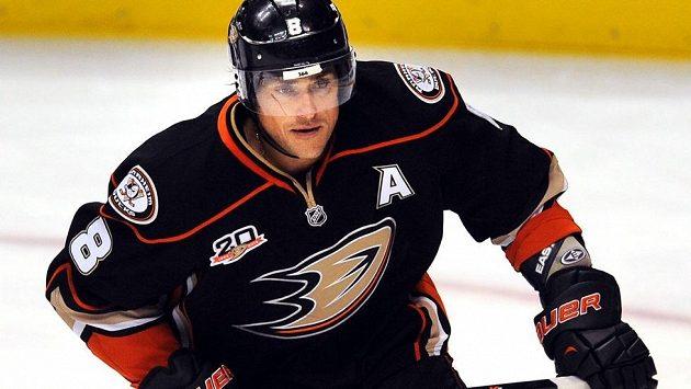 Finský veterán Teemu Selänne kroutí v Anaheimu už 15. sezónu v NHL.