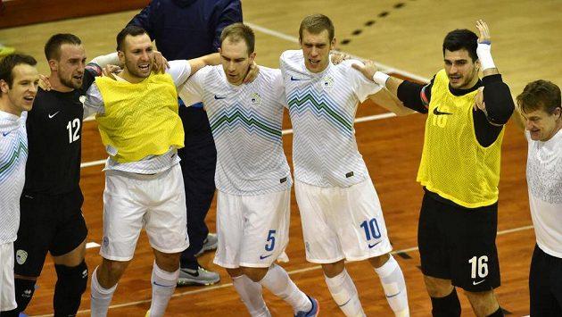 Slovinští futsalisté slaví v Chomutově postup na šampionát.