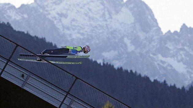 Rakouský skokan na lyžích Stefan Kraft během kvalifikace na druhý závod Turné čtyř můstků v Garmisch-Partenkirchenu.