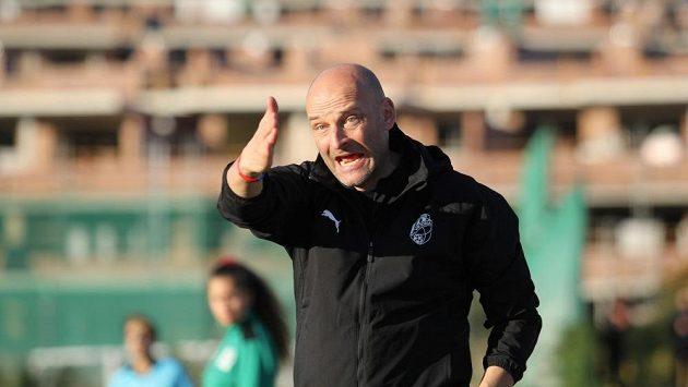 Trenér fotbalové Plzně Adrian Guľa při tréninku ve španělské Esteponě.