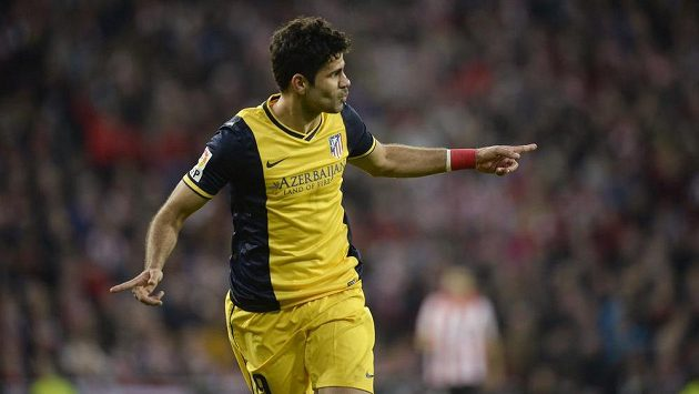 Útočník Atlétika Madrid Diego Costa oslavuje svůj gól na hřišti Bilbaa.