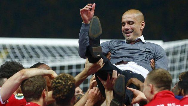 Pep Guardiola se loučí s Byernem ziskem Německého poháru.