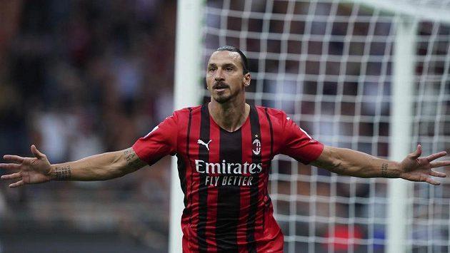 Fotbalisté AC Milán zůstali i po třetím kole v italské lize stoprocentní. Výhru 2:0 nad Laziem zařídili góly Rafael Leao a Zlatan Ibrahimovic (na snímku)-