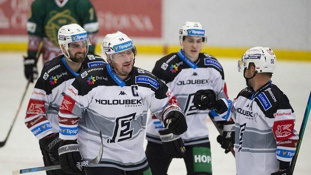 Karlovarští hokejisté (zleva) Petr Koblasa, Václav Skuhravý, Martin Weinhold a Lukáš Pulpán se radují z gólu. Ilustrační foto.