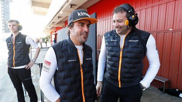 Fernando Alonso se přijel podívat na předsezonní testy formule 1.