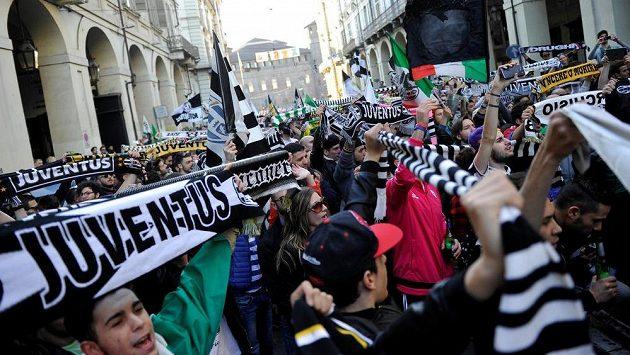 V Turíně už se oslavuje titul Juventusu.