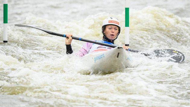 Kajakářka Amálie Hilgertová během finálové jízdy Světového poháru ve vodním slalomu v Praze.