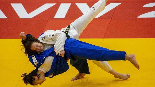 Renata Zachová (v bílém) si vítězstvím nad Brazilkou Alexií Castilhosovou zajistila v Tel Avivu bronz.