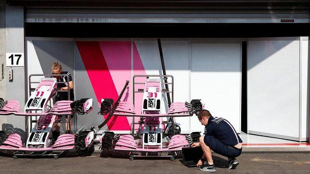 Depo stáje Force India před Velkou cenou Belgie.