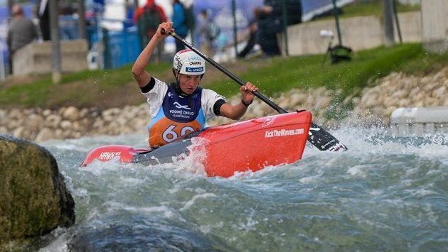 Martina Satková ve své sjezdové kanoi při MS v Bratislavě.