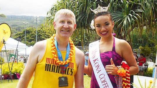 Jeffery Ward v jednom z padesáti maratónkých cílů. Poslední byla Havaj.