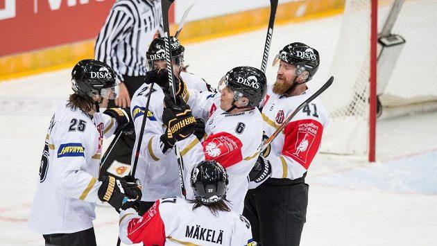 Hokejisté Oulu oslavují gól (ilustrační foto)