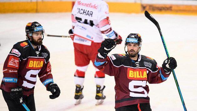 Hokejista Michal Řepík ze Sparty oslavuje gól během utkání 8. kola Tipsport extraligy s Hradcem Králové.