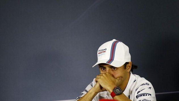 Felipe Massa měl při tiskové konferenci v Soči v očích slzy.