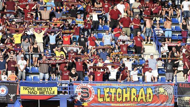 Fanoušci Sparty během derby s Bohemians.