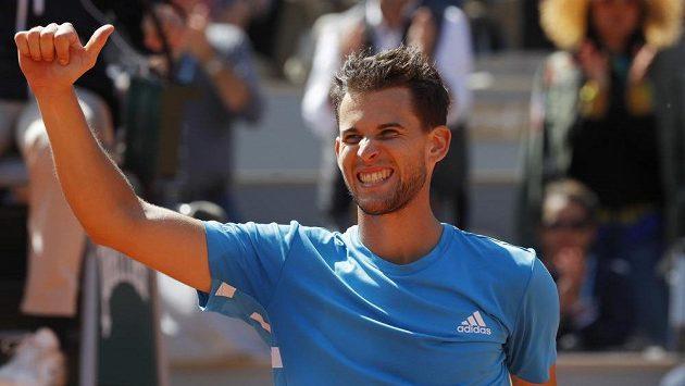 Rakušan Dominic Thiem slaví postup do finále French Open.