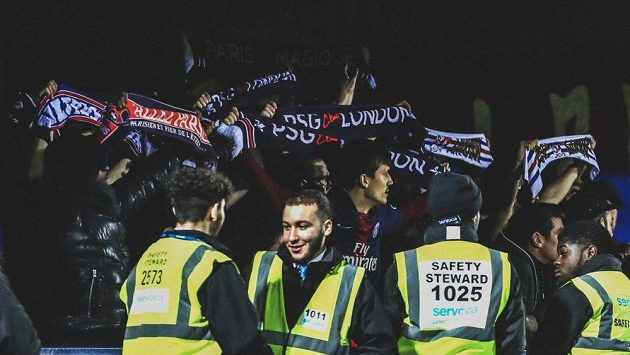 Skupinka příznivců PSG tropila v Londýně výtržnosti.