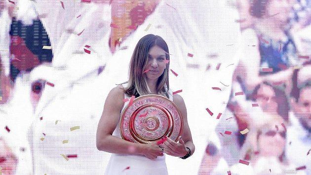 Simona Halepová oslavila wimbledonský titul s fanoušky v Bukurešti.