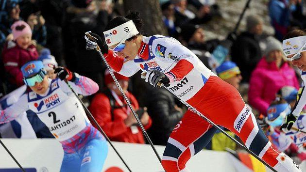 Norská hvězda Marit Björgenová na trati třicítky volně.