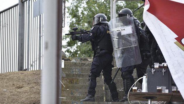 Při fotbalovém utkání Zbrojovky Brno s Baníkem Ostrava také musela zasahovat policie
