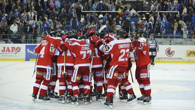 Hokejisté Olomouce se radují z vítězství - ilustrační foto.