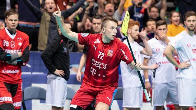 Takto se Adam Delong radoval na mistrovství světa už sedmkrát.