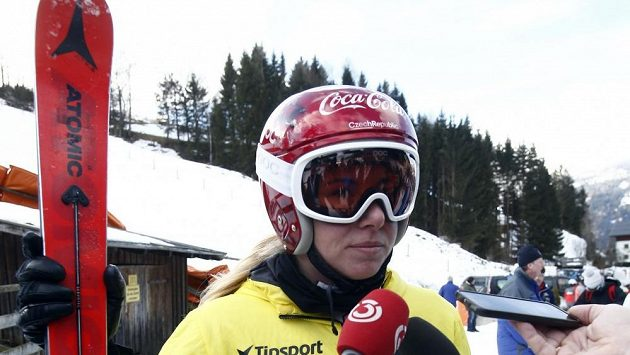 Ester Ledecká při rozhovoru po tréninku na sjezd v rakouském Bad Kleinkirchheimu.
