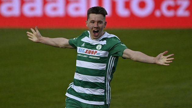 Pavel Osmančík z Bohemians se raduje z druhého gólu do sítě Pardubic.