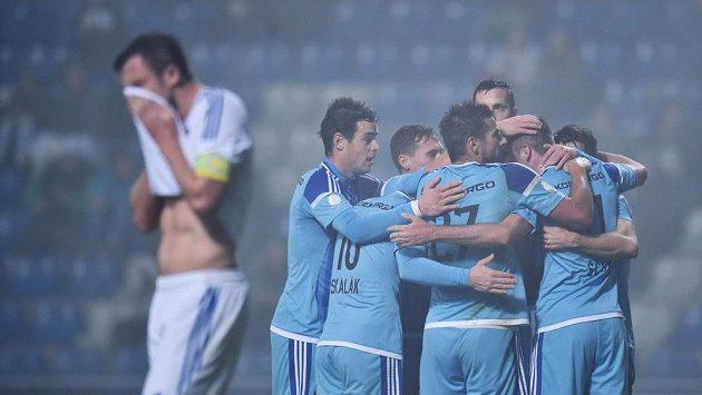 Fotbalisté Boleslavi se v husté mlze prokousali na čelo ligy.