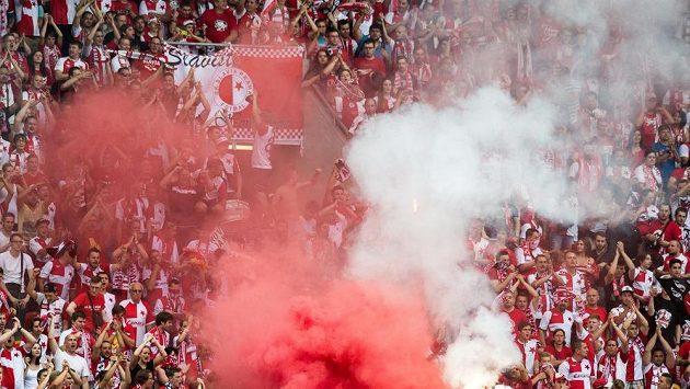 Fanoušci Slavie Praha během utkání 2. předkola Evropské ligy proti Levadii Tallinn.
