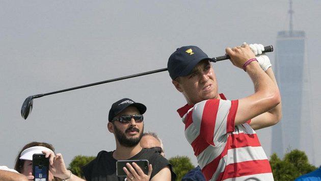 Američan Justin Thomas, nejúspěšnější golfista roku 2017.