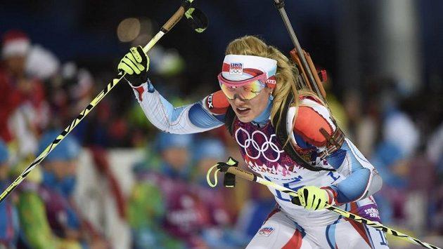 Gabriela Soukalová na trati olympijského závodu na 7,5 km.