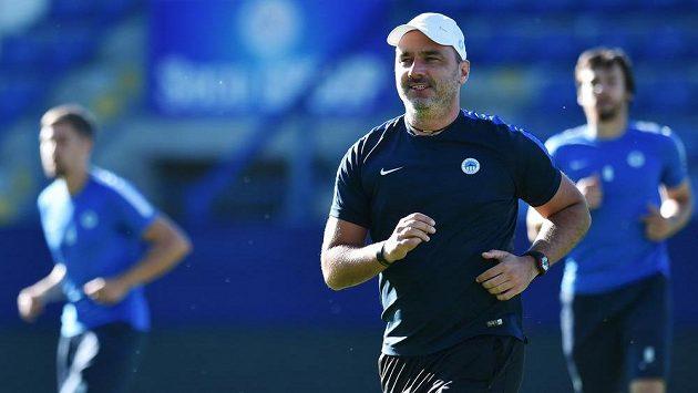 Jindřich Trpišovský na tréninku před odvetou s Larnakou. Během samotného zápasu ale na liberecké lavičce nebude.