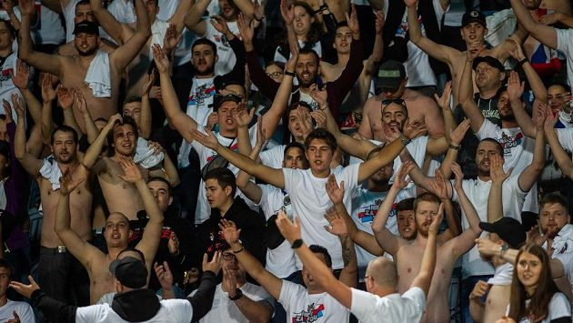 Několik českých fanoušků se podle balkánských médií před sobotním utkáním fotbalové evropské kvalifikace proti Kosovu stalo v ulicích Prištiny obětí přepadení (ilustrační foto).