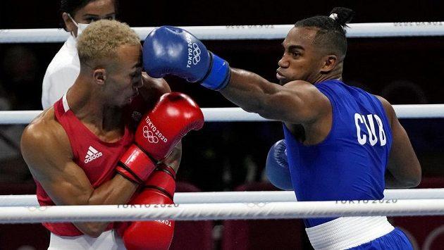Arlen Lopéz (vpravo) pro Kubu získal další boxerské zlato