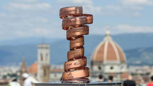 Trofej pro vítěze Giro d'Italia ve Florencii.