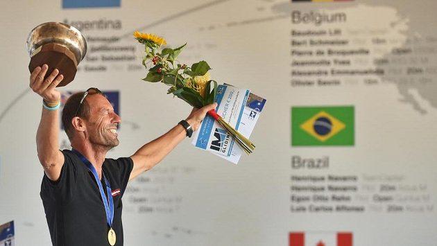 V osmnáctimetrové třídě zvítězil Wolfgang Janowitsch z Rakouska.
