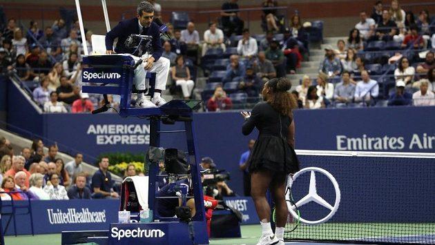 Serena Williamsová se kvůli údajnému koučování během US Open pohádala i s rozhodčím.