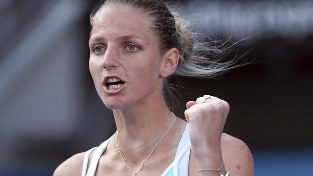 Radostné gesto Karolíny Plíškové v utkání s Němkou Angelique Kerberovou v Sydney.