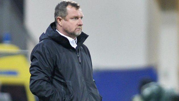 Soustředěný trenér Plzně Pavel Vrba při zápase s Luganem.