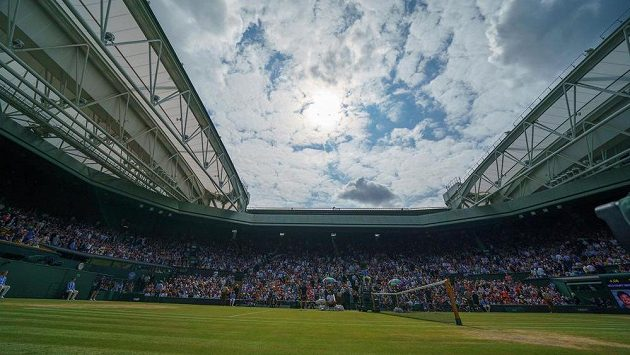 Centrální kurt ve Wimbledonu - ilustrační foto.