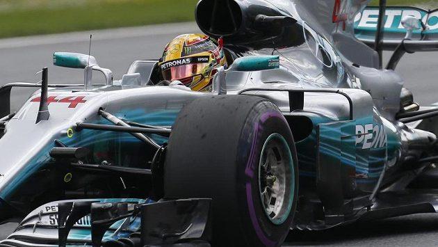 Lewis Hamilton během druhého pátečního tréninku na Velkou cenu Rakouska.